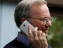 Google Chairman Schmidt Subtly Shows Off 'Moto X' in Public