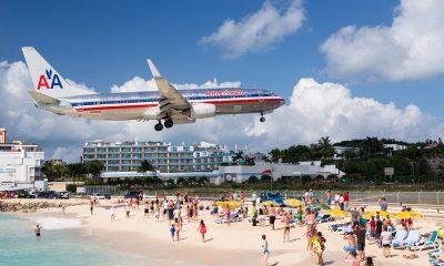 airplane landing at princess juliana airport